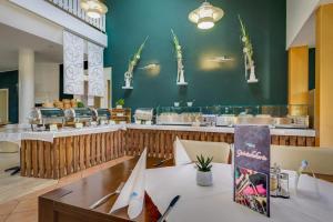 Ein Restaurant oder anderes Speiselokal in der Unterkunft Ferien Hotel Spreewald