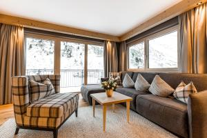 A seating area at Gletscherblick- serviced apartments