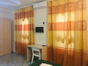 A television and/or entertainment center at Albergo Villamarina