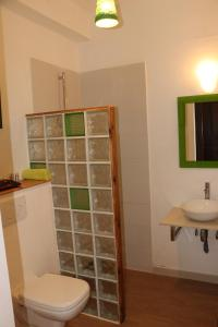 A bathroom at Nyéléni maison sahel