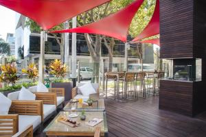 A restaurant or other place to eat at Novotel Lima San Isidro