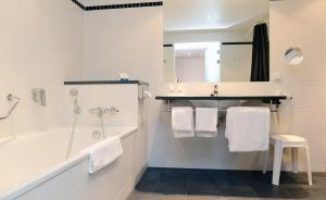 Een badkamer bij Amrâth Grand Hotel Frans Hals