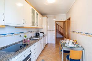 A kitchen or kitchenette at Esmoriz Land Sea View by MP
