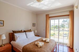 A bed or beds in a room at Esmoriz Land Sea View by MP
