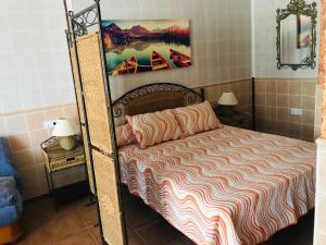 A bed or beds in a room at Hostal la Tarayuela