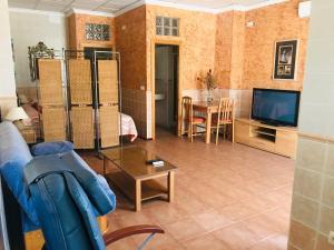 A seating area at Hostal la Tarayuela