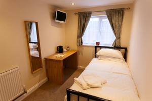 A bed or beds in a room at Nelthorpe Arms