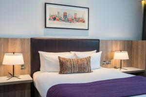 A bed or beds in a room at Park Regis Birmingham