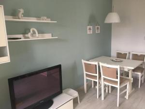 Televízia a/alebo spoločenská miestnosť v ubytovaní Apartment Sandrina