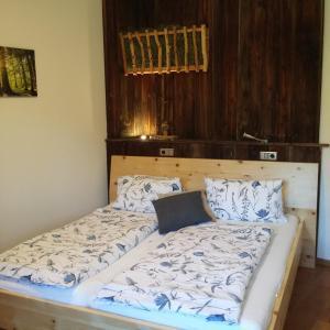 Ein Bett oder Betten in einem Zimmer der Unterkunft Biohof Köck