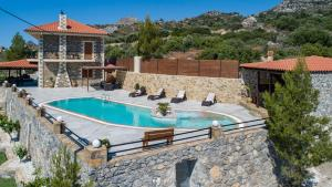 The swimming pool at or close to Villa Oneiro Luxury Home ~ Nature, Serenity, View