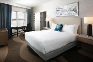 A bed or beds in a room at Hilton Madison Monona Terrace