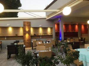 Restauracja lub miejsce do jedzenia w obiekcie Caravel Hotel Apartments