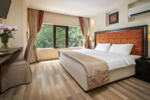 A bed or beds in a room at Le Boutique Hotel Moxa