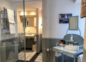 A bathroom at Hôtel Bella Tola & SPA