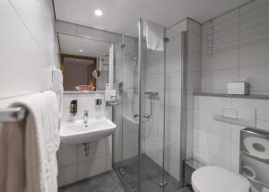 A bathroom at Hotel Gustav-Stresemann-Institut