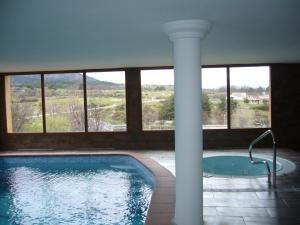 The swimming pool at or near Hotel & Spa Manantial del Chorro