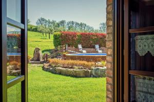 A view of the pool at Agriturismo Palazzi Del Papa or nearby