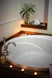 Ett badrum på Corinne Art & Boutique Hotel