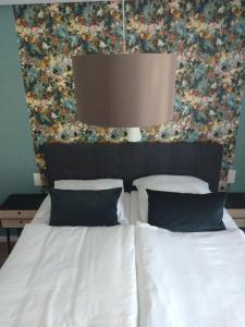 A bed or beds in a room at Hotel am Stadion