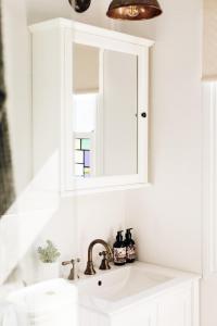 A bathroom at Luxury on Loch