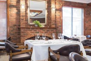 A restaurant or other place to eat at Hotel Bruce County