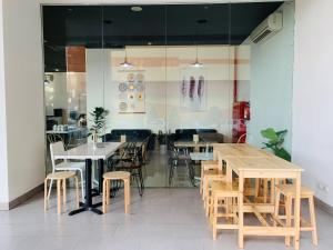 A restaurant or other place to eat at Red Planet Bekasi