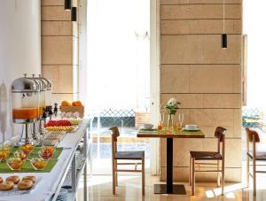 Un restaurante o sitio para comer en Hotel Rey Alfonso X