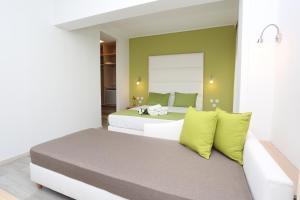 Кровать или кровати в номере Sun Hotel