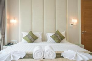 A bed or beds in a room at GM Serviced Apartment (SHA Certified)