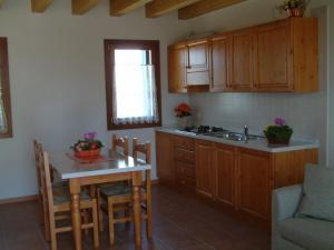 A kitchen or kitchenette at Agriturismo ai Casali
