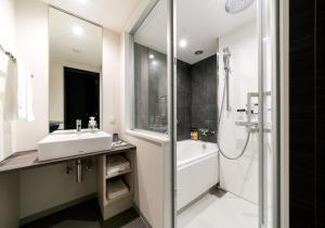 A bathroom at Daiwa Roynet Hotel Himeji