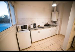 A kitchen or kitchenette at Martinique Apartamentos