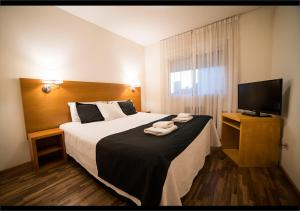 A bed or beds in a room at Martinique Apartamentos