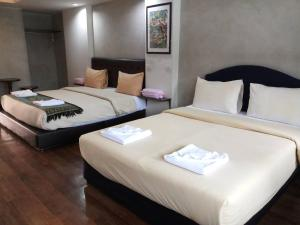 A bed or beds in a room at Thongtha Residence - Suvarnabhumi Airport