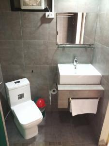 A bathroom at Thongtha Residence - Suvarnabhumi Airport