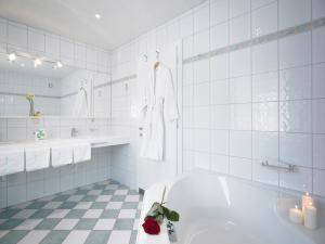 A bathroom at Appart Altana
