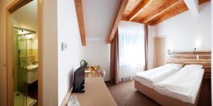 Ein Bett oder Betten in einem Zimmer der Unterkunft Hotel Monínec