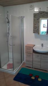 Ein Badezimmer in der Unterkunft Fewo Kasch