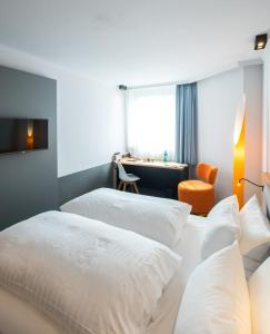 A bed or beds in a room at Flemings Express Hotel Wuppertal
