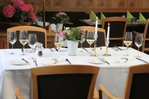Een restaurant of ander eetgelegenheid bij Landidyll Hotel Lamm