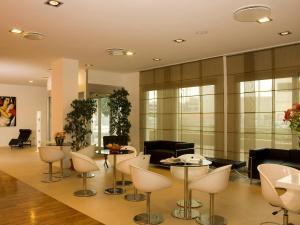 The lounge or bar area at Hotel Michelino Bologna Fiera
