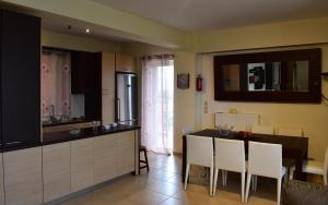 A kitchen or kitchenette at Relaxing and quiet apartment with view