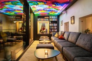 The lounge or bar area at Hotel Goldener Adler
