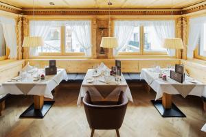 A restaurant or other place to eat at Hotel Goldener Adler