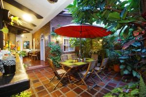 A restaurant or other place to eat at Casa Ruta Sur