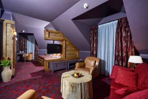 Część wypoczynkowa w obiekcie Hotel Żubrówka Spa & Wellness