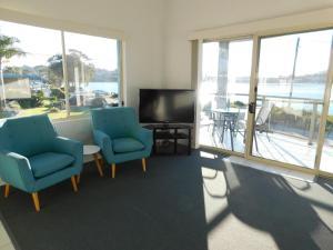 A seating area at Merimbula Lake Apartments