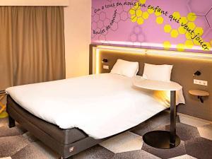 A bed or beds in a room at ibis Styles Strasbourg Stade de la Meinau