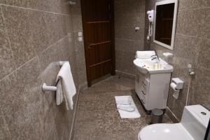 Um banheiro em فندق البيت المثالي Ideal Home Hotel